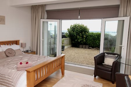 Wake up to Fabulous Sea Views Own Private Entrance - Lee-on-the-Solent - Дом