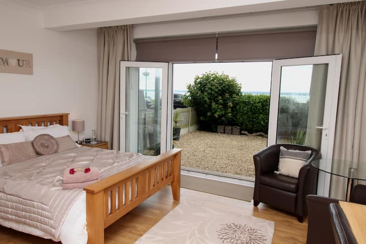Wake up to Fabulous Sea Views Own Private Entrance