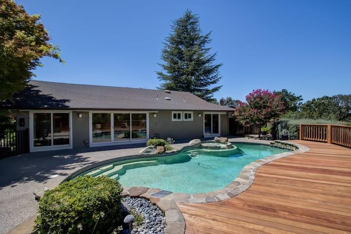 Near SF & Napa > Amazing VIEWS, Pool, Spa, Audio