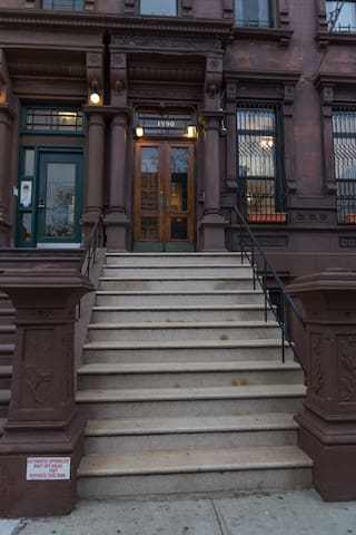 Gorgeous Private 3 bed Nestled in Historic Harlem
