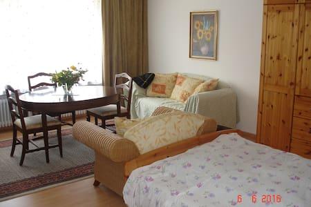 Geräumige Ferienwohnung in Schw. Hall /Steinbach - Apartamento