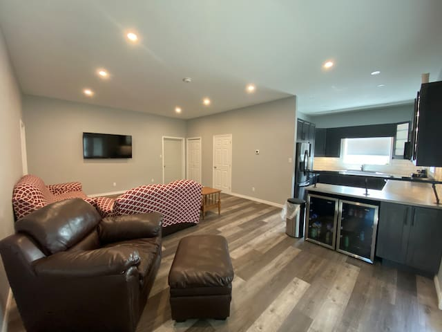 Beautiful 2 bedroom - perfect for snowmobiling!