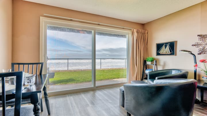 'Beachy Keen': Ground Floor Condo at the Sea Gypsy.Just A Few Steps To The Beach