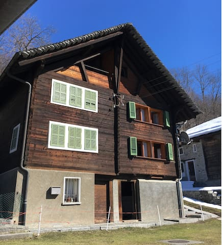 Wooden chalet in the alps - Rossura - บ้าน
