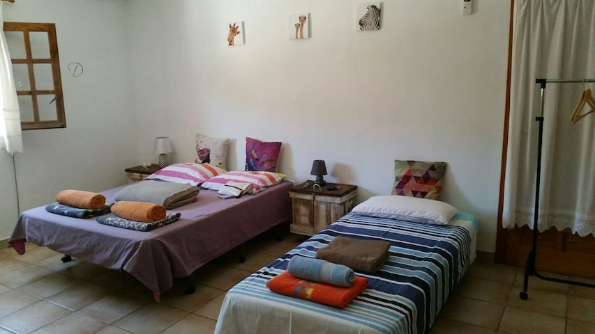 Room up to 3 guests in shared villa next to Ibiza! - イビサ - 別荘