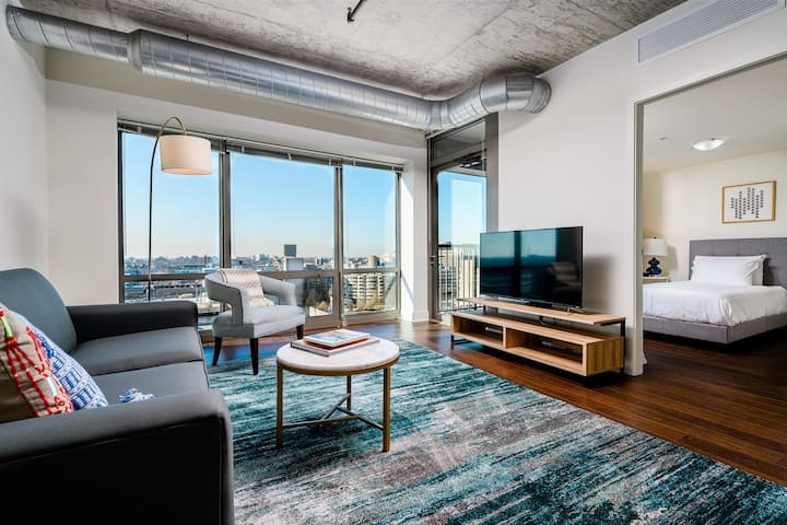 Kasa Chicago | Work Friendly 1BD/1BA + Den with Fast WiFi | South Loop