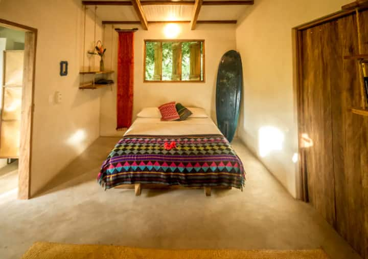 """Sandía"" Cozy room on a small permaculture farm"