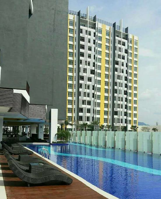 outdoor infinity pool and children pool