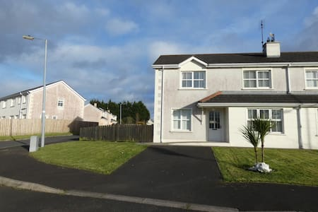 Beautiful modern house with river - Carndonagh  - Haus