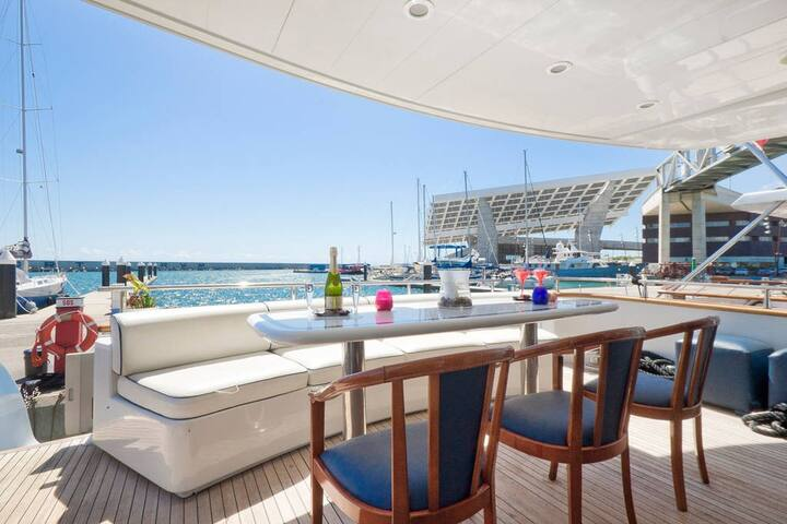 SUITE DELUXE IN LUXURY SHARED YACHT - Arenys de Mar - Bateau