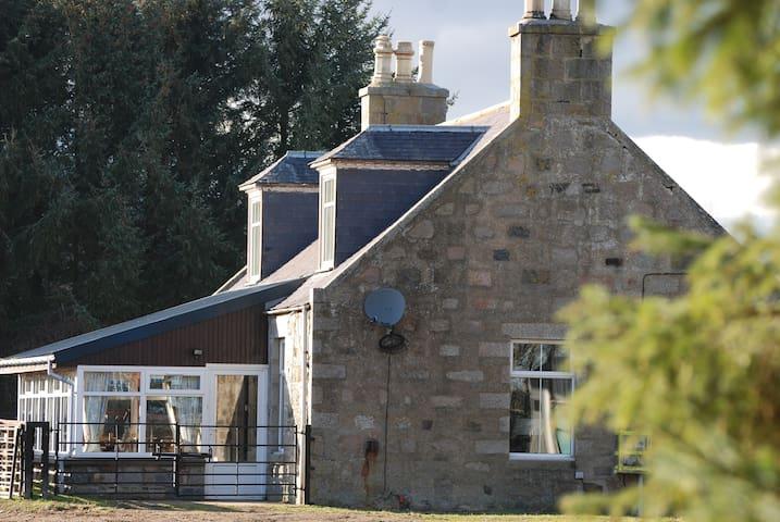 Beautiful Farm Cottage on Highland Estate