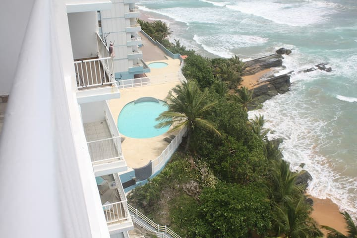 Oceanfront apartment 3 bedrooms 2 bathrooms