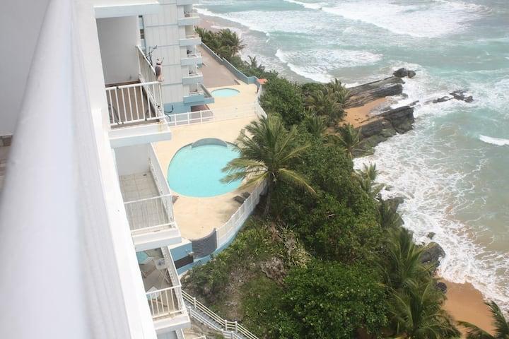 Modern Oceanfront apartment 3 bedrooms 2 bathrooms