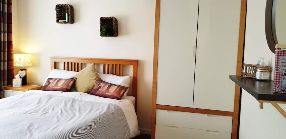 Superior double room near junc 1 M18
