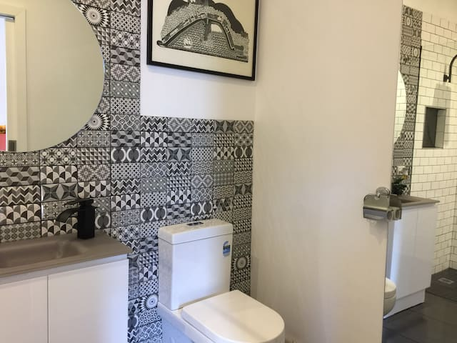 Gorgeous Moroccan inspired monochrome ensuite.
