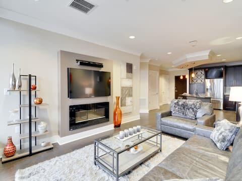 Luxury, Fully-Furnished Custom Condo Uptown CLT