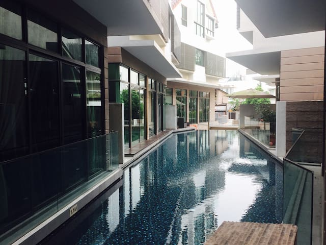 Room for Travelers in an Easygoing house! - Singapur - Haus
