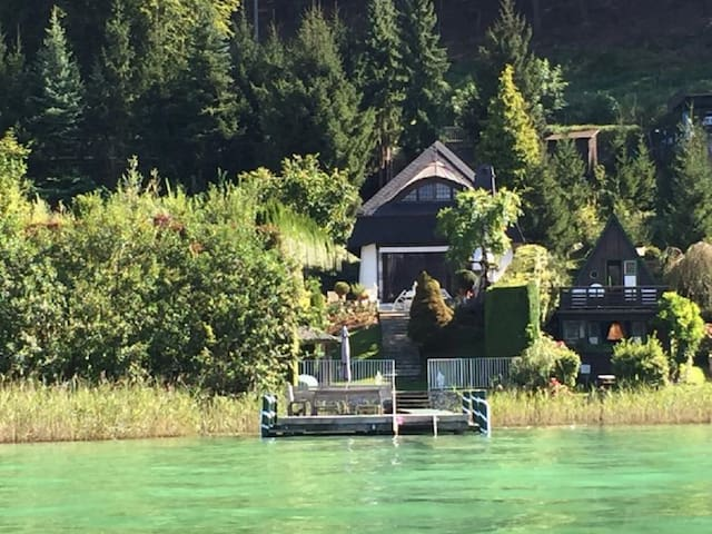 charming lake house with private lake access - Sekirn - Huis