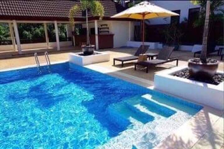 Апартаменты The Sands на пляже NaiHarn Phuket