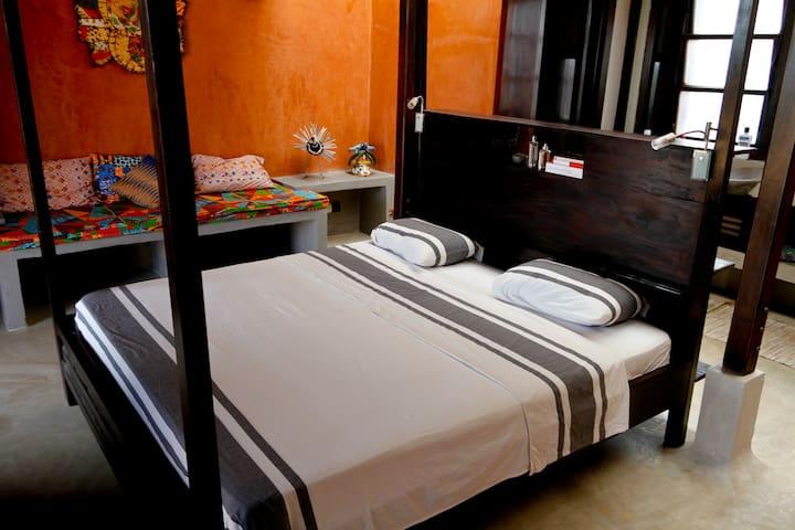 La Maison Bleue-King bed private room 3, Lomé Togo