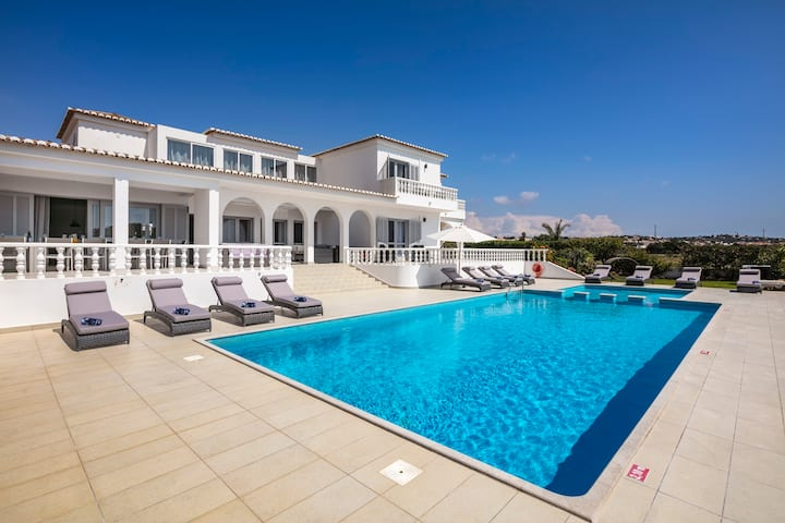 Vivenda Salgados - Fabulous 6 bedroom villa close to Albufeira, golf and beaches.