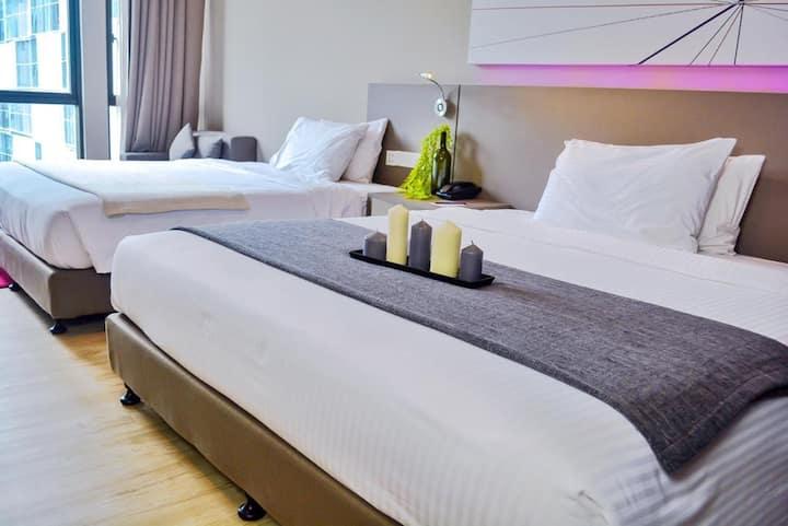 Comfort Quad Suites {WiFi/Astro} near 1 Utama/Ikea