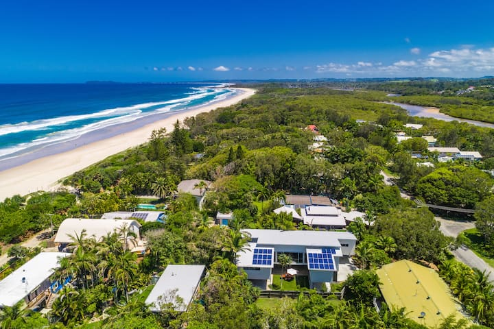 LUXICO | The Vines - beachside spacious home