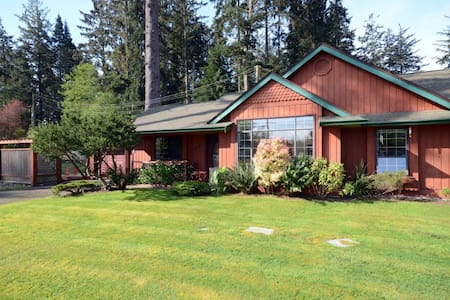 Rooms in a country cottage beside ocean and forest - Sooke