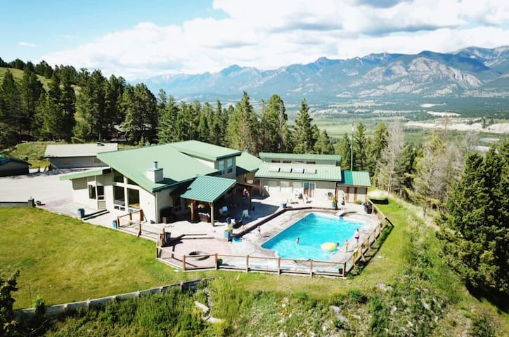Toby's View - Luxurious Ten-Acre Invermere Oasis
