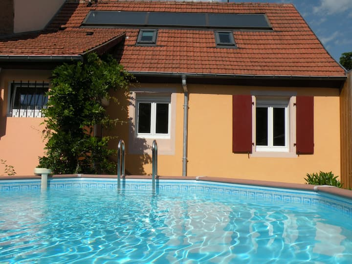 A cosy house with private pool, garage