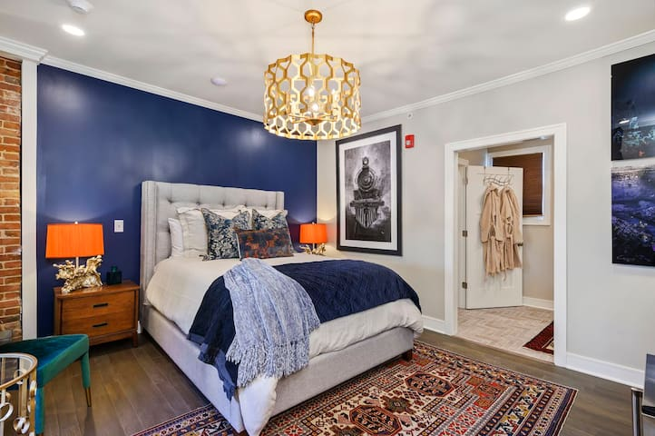 ✰Historic Retreat✰ on Charming Main Street