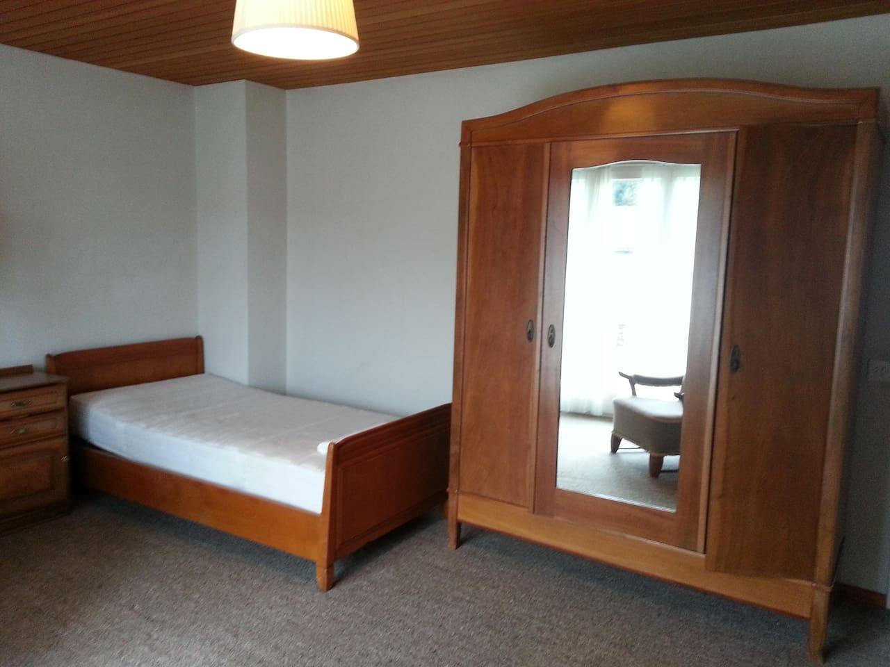 Stilvoll eingerichtetes Zimmer