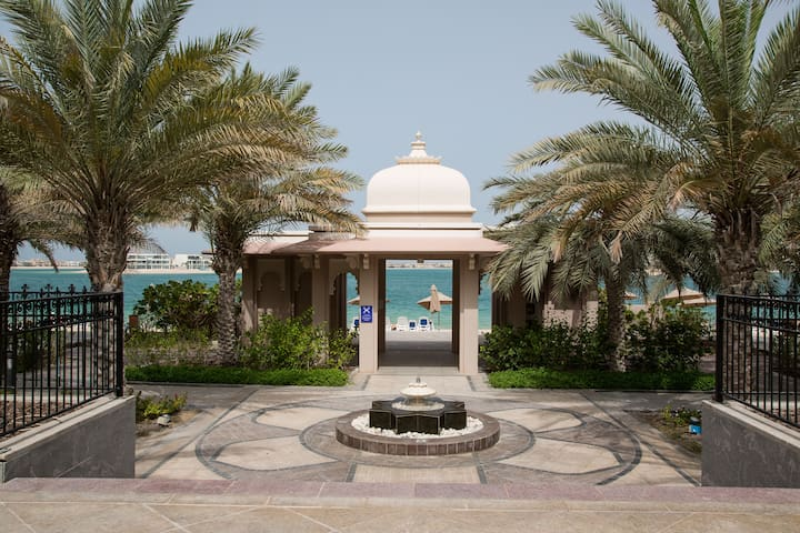 Luxury apartment in Palm Islands