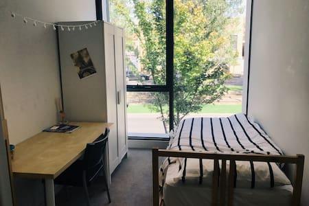 Perfect Solo Trip for CBD RMIT UMel - North Melbourne - Apartment
