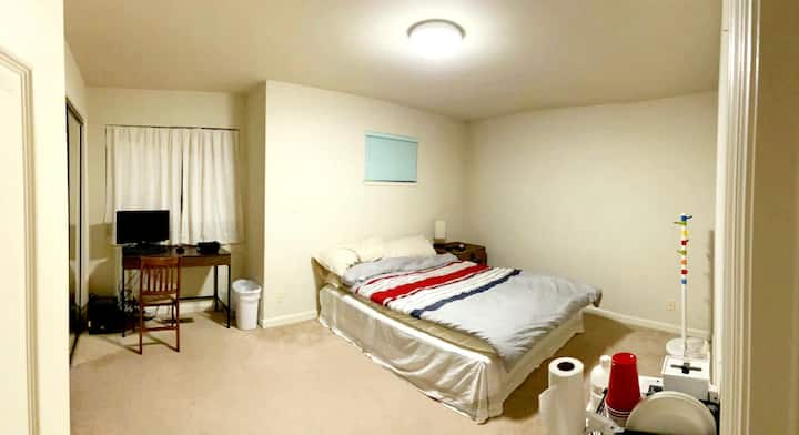 Daly City Cozy Room with Driveway Parking!