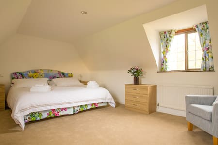 Newly refurbished Apartment in Beautiful Gardens - Horton-cum-Studley