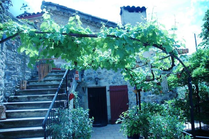 L' Oustalet - Vesseaux - Casa