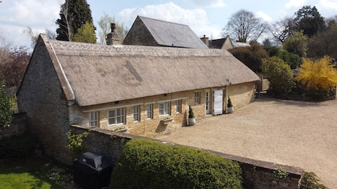 Idyllic Thatched Country Cottage - a hidden gem!