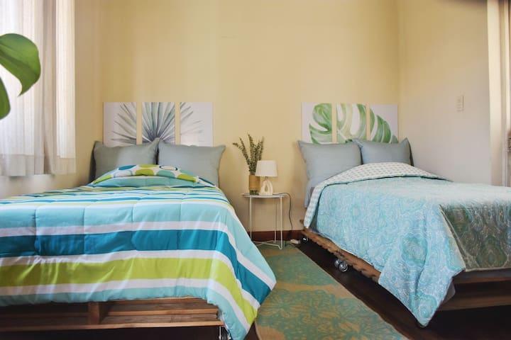 Hermosa habitación independiente de dos pisos