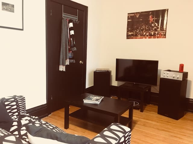 Cozy apartment - PERFECT LOCATION FOR SUPER BOWL!
