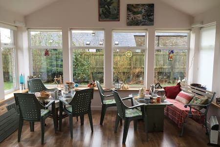 Levelaccess dble+1or1+1+1(+room for 4 list sep'ly) - Newbigging - Bed & Breakfast