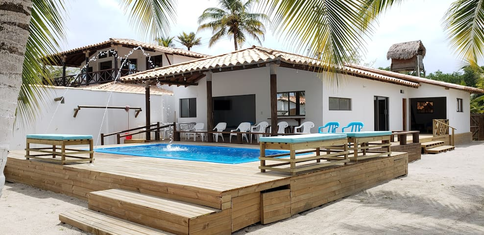 Modern beach house with private pool. (21 Per.)