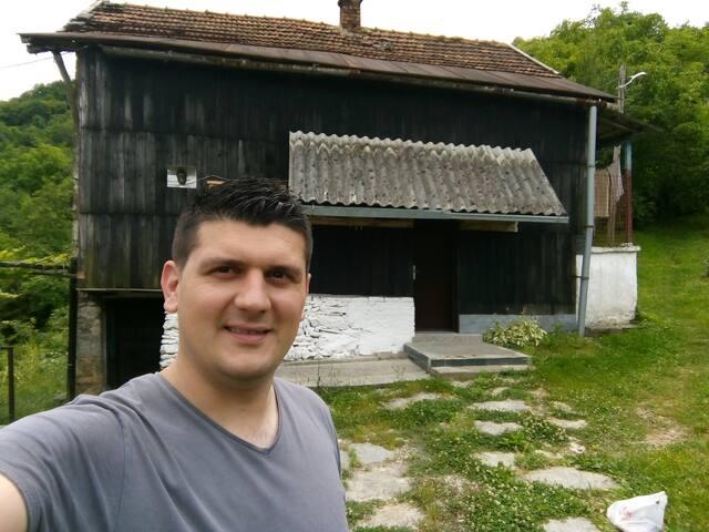Gornje Paprasko, Seoska Kućica