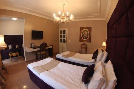 Lux Room in Hotel Kosta'S - Podgorica - Bed & Breakfast