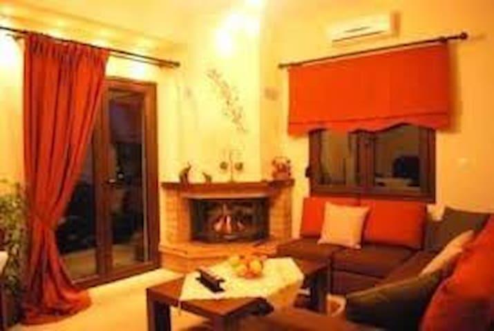 Ξενώνας Πετρούλια,Δίκλινο δωμάτιο με τζάκι