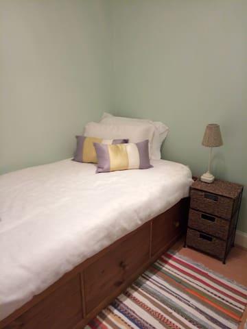 Immaculate single room for ladies in Edinburgh. - Edinburgh - Apartment