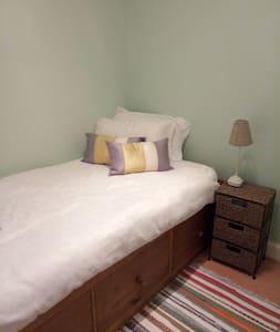 Immaculate single room for ladies in Edinburgh. - Edinburgh