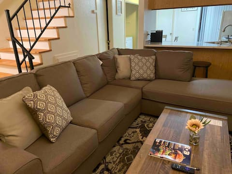Lovely 3-bedroom Townhouse (Centrally located)