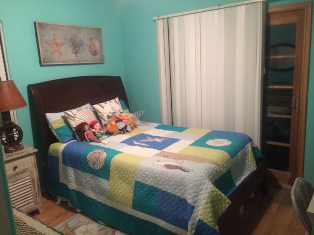Sunny, Private Bedroom queen sz bed - San Diego - House