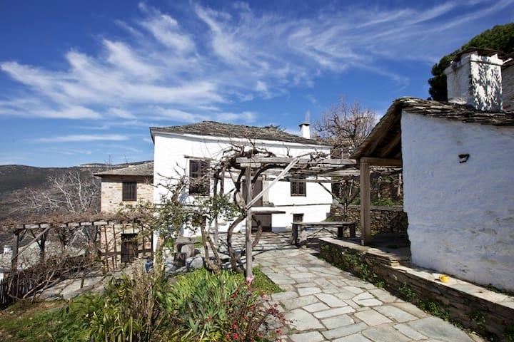 Αυθεντικό πηλιορείτικο σπίτι - Agios Lavrentios - Rumah